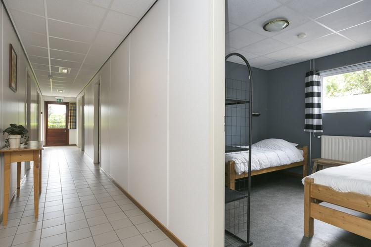 8 slaapkamers in het slaapgebouw
